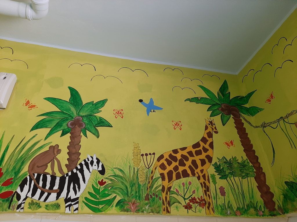 gemalte Giraffe und ein gemaltes Zebra