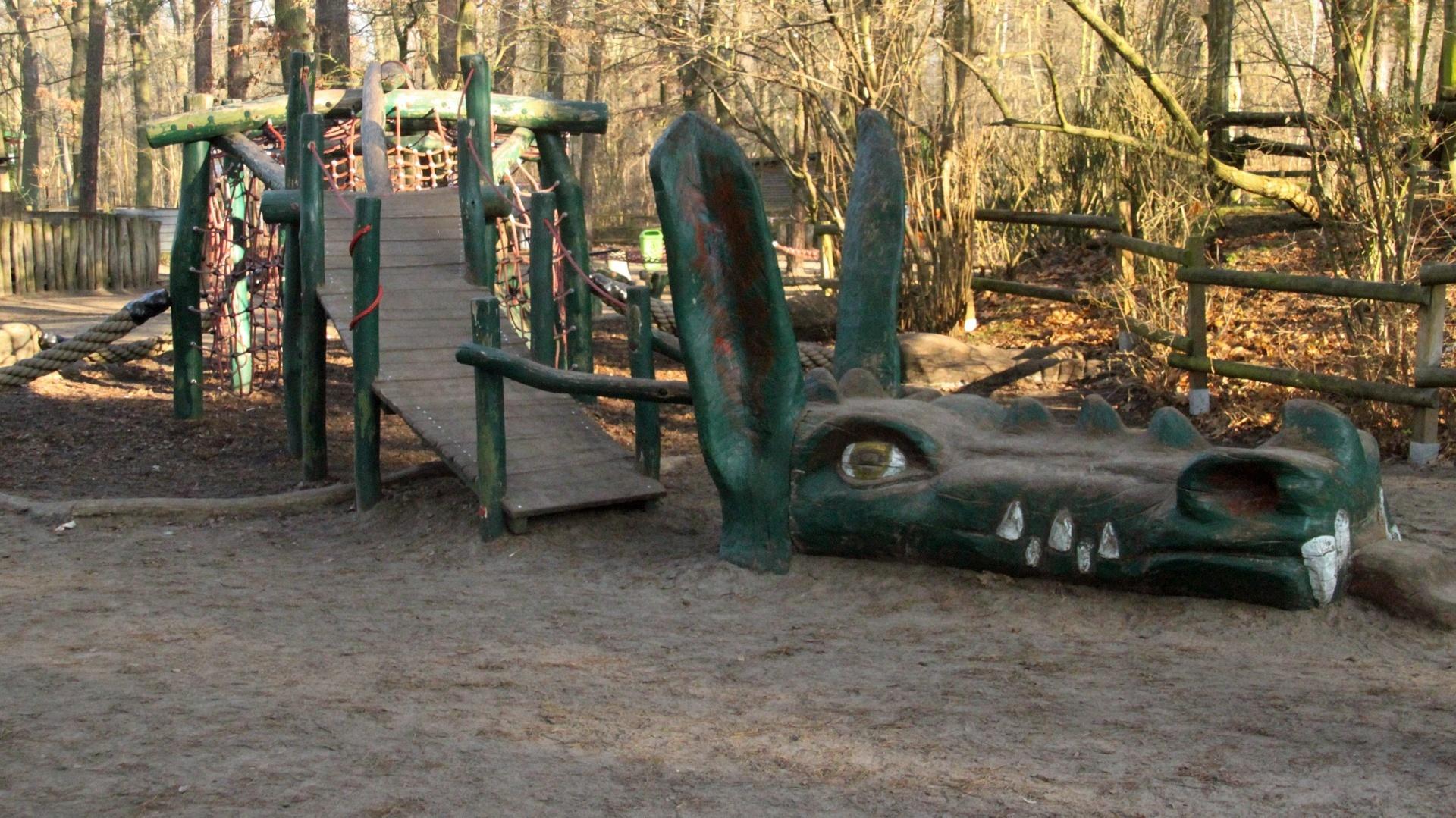 Waldstadt-Grundschule Spielplatz Drache